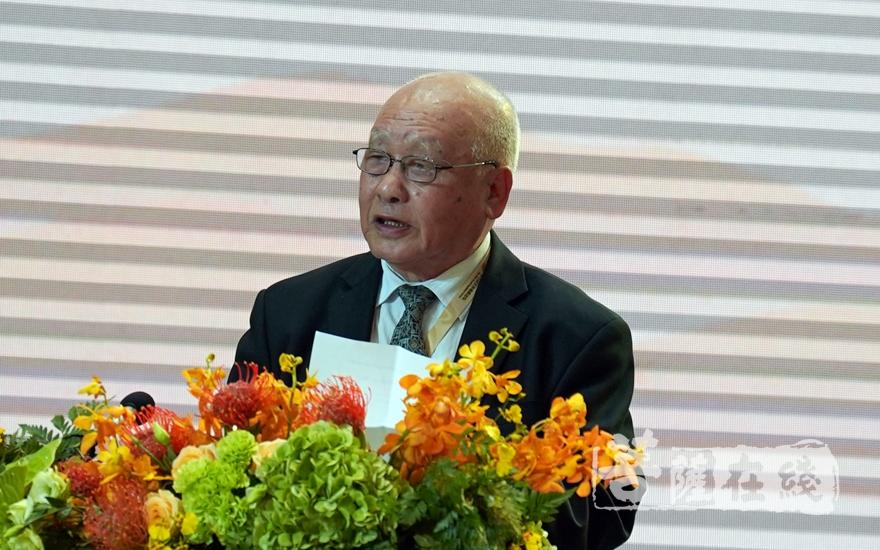 中国社会科学院荣誉学部委员杨曾文教授大会发言(图片来源:菩萨在线 摄影:妙梵)
