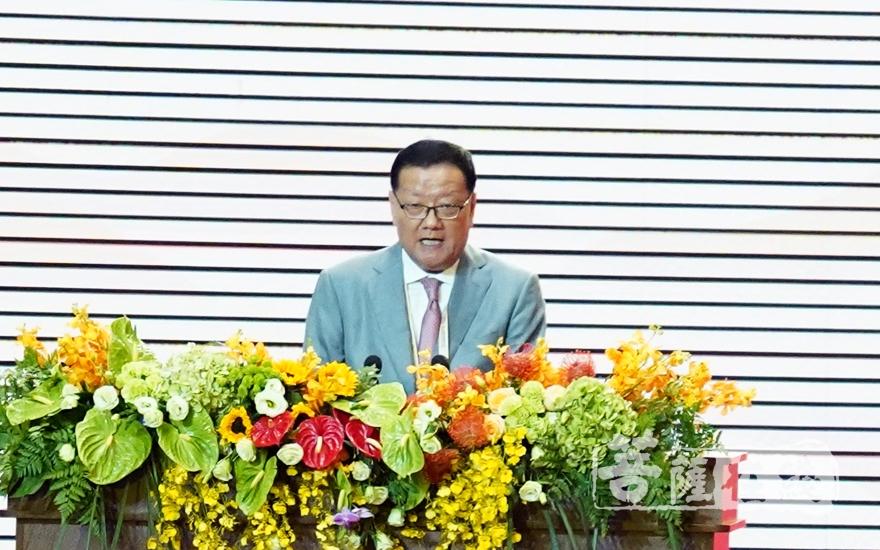 刘长乐在大会发言(图片来源:菩萨在线 摄影:妙梵)