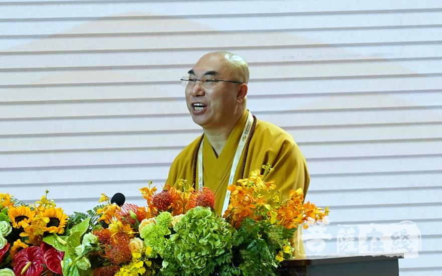 香港佛教联合会会长宽运法师大会发言(图片来源:菩萨在线 摄影:妙雨)