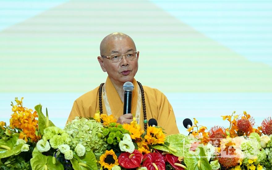 """中国台湾""""中国佛教会""""理事长净耀法师大会发言(图片来源:菩萨在线 摄影:妙雨)"""