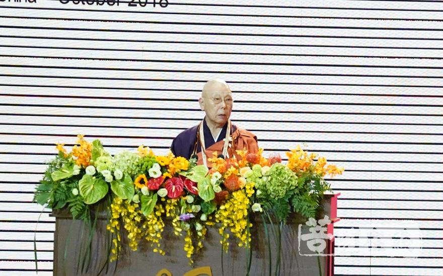 持田日勇长老在大会发言(图片来源:菩萨在线 摄影:妙梵)