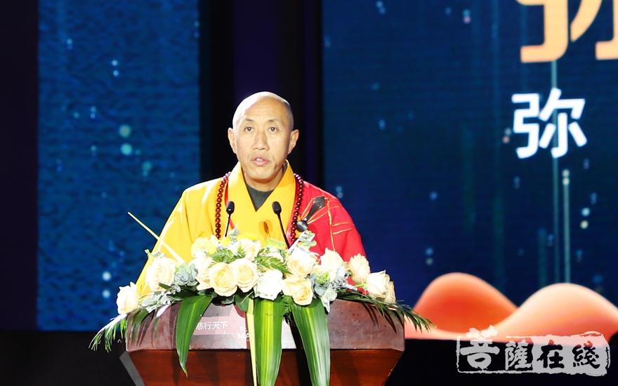 怡藏大和尚代表雪窦山全体僧职员工致欢迎词(图片来源:菩萨在线 摄影:妙雨)