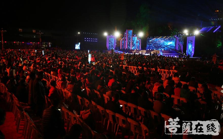近4000余人出席开幕式(图片来源:菩萨在线 摄影:妙雨)