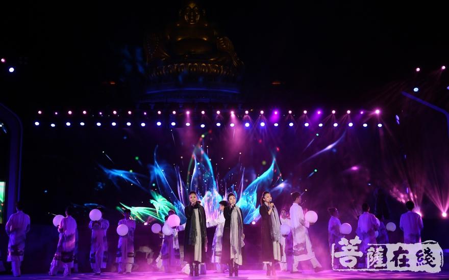 """今年的庆典重在传递""""感恩"""",分为《来》《未》《来》三个篇章(图片来源:菩萨在线 摄影:妙澄)"""