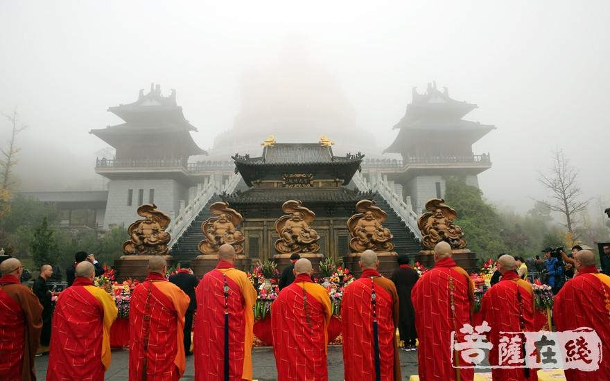法会庄严(图片来源:菩萨在线 摄影:妙雨)