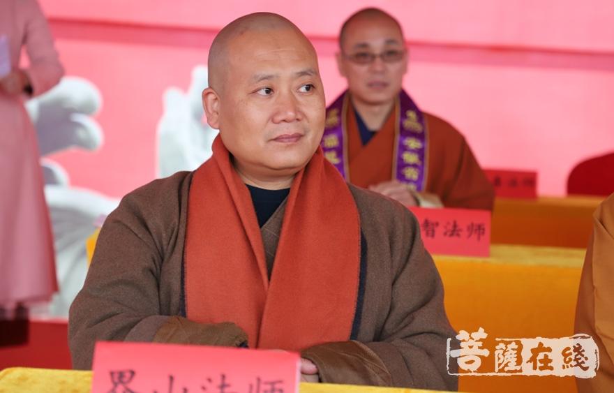 合肥市佛教协会秘书长、相隐寺方丈界山大和尚(图片来源:菩萨在线 摄影:妙清)