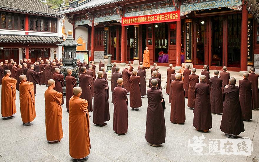 教穿海清(图片来源:菩萨在线 摄影:寂戒)