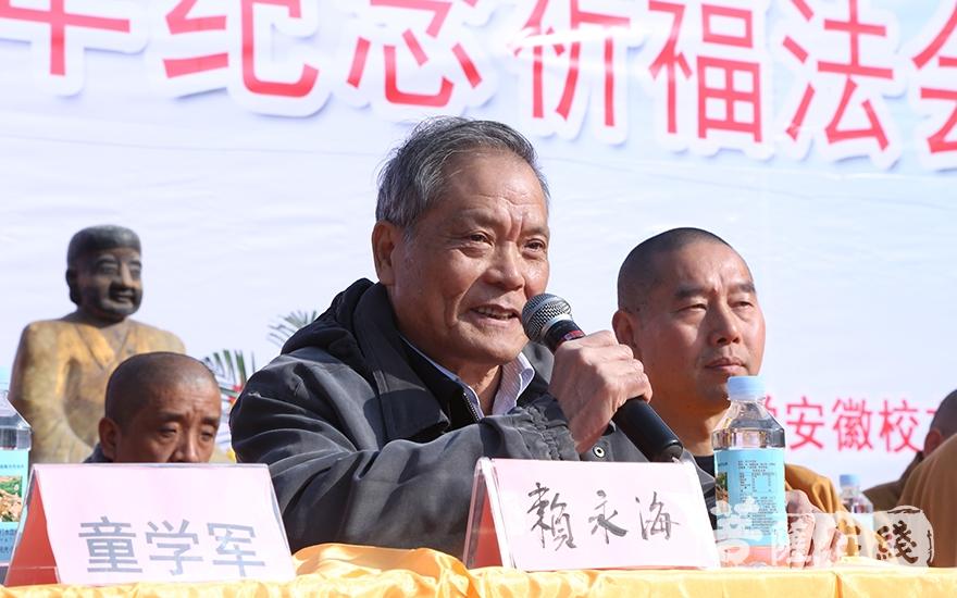 赖永海教授表示弘扬禅文化的核心精神,是维护社会和谐的重要组成部分(图片来源:菩萨在线 摄影:妙静)