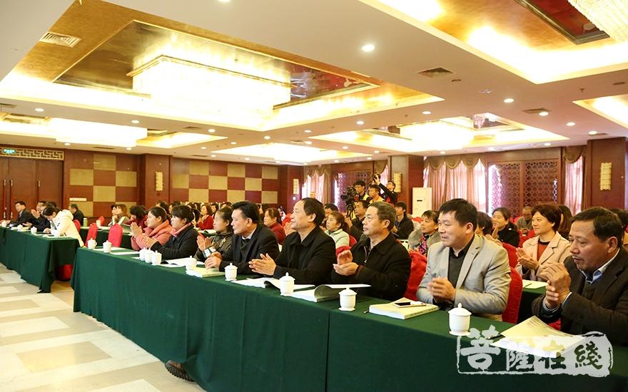 出席闭幕式的专家学者、各界贤达(图片来源:菩萨在线 摄影:妙静)