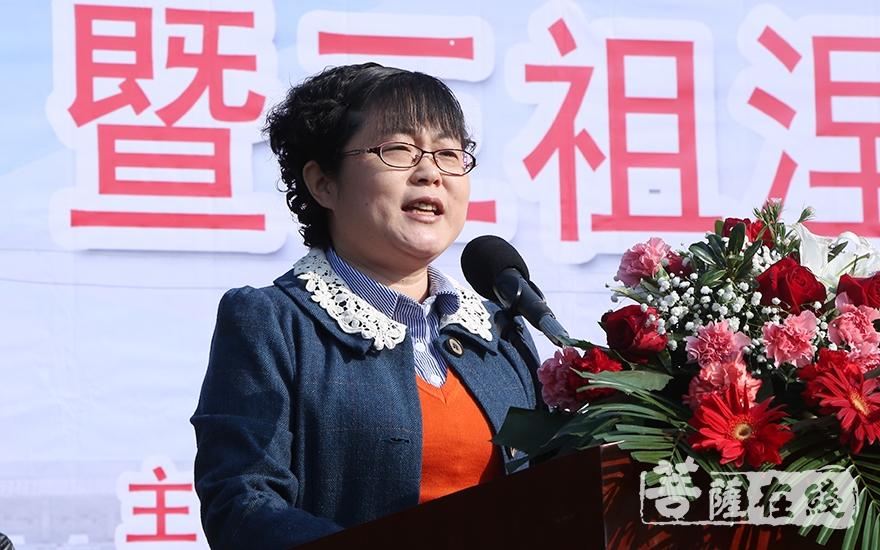 潜山市副市长蔡婷婷表示三祖寺禅文化论坛已经成功举办了五届,相信此届论坛也必将推陈出新,与时俱进(图片来源:菩萨在线 摄影:妙静)