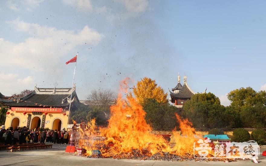 送圣仪式是水陆法会的重大佛事之一(图片来源:菩萨在线 摄影:妙澄)