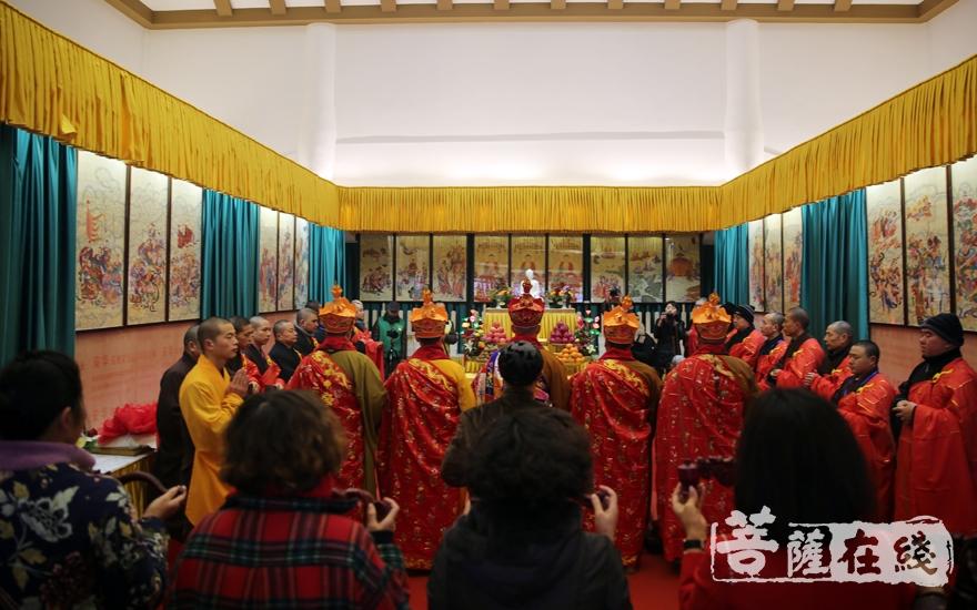 下午,举行送圣仪式(图片来源:菩萨在线 摄影:妙雨)