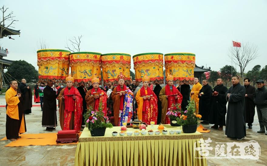 祈祷国运昌隆、正法久住(图片来源:菩萨在线 摄影:妙雨)