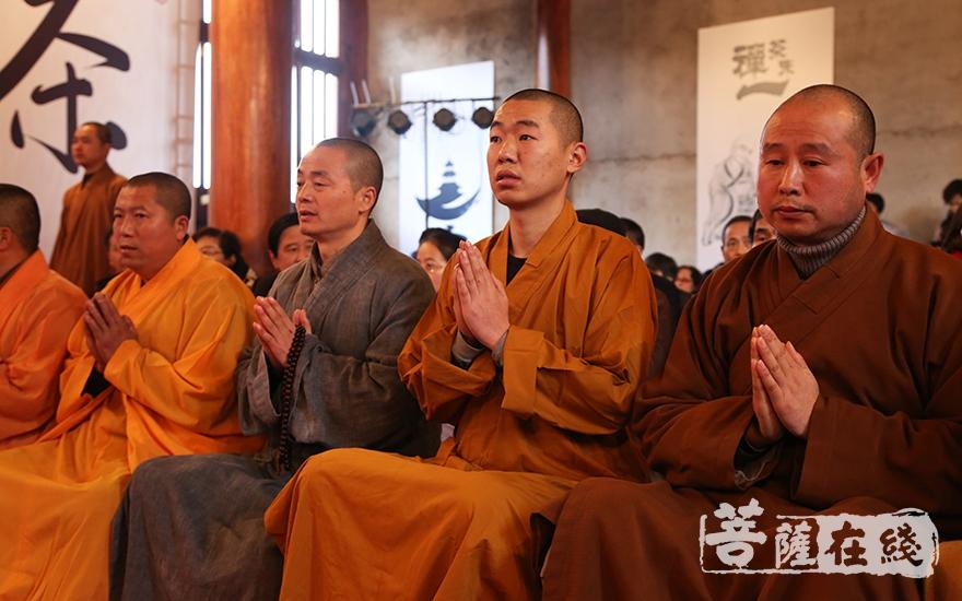 礼仪庄严(图片来源:菩萨在线 摄影:慧恒)