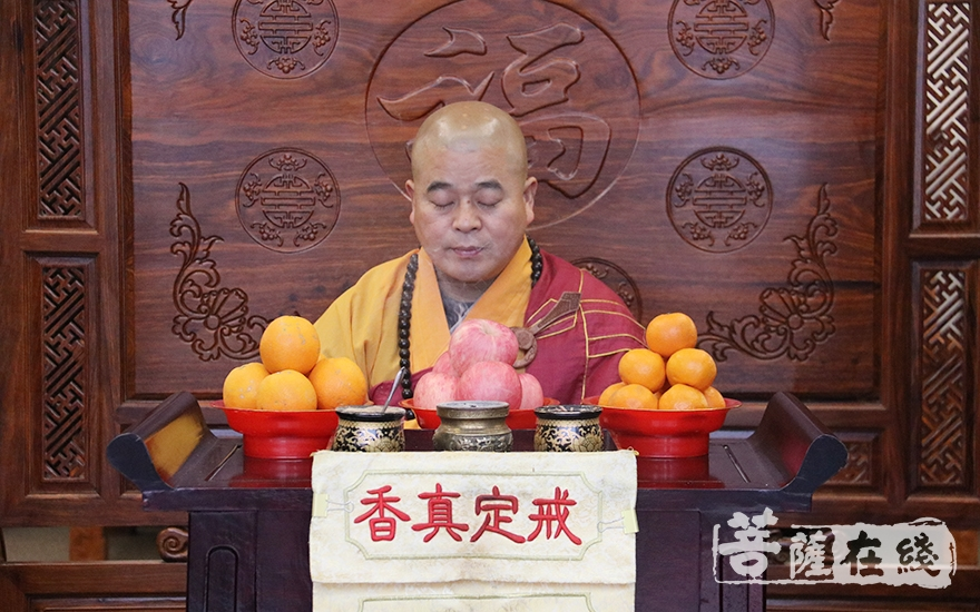 迎请福慧寺住持道元法师(图片来源:菩萨在线 摄影:妙月)
