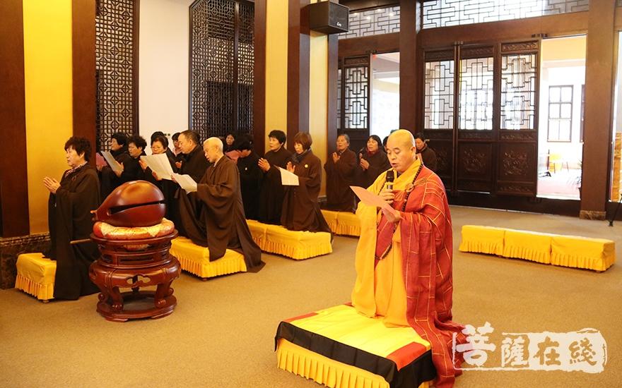 道元法师主法佛七大回向仪式(图片来源:菩萨在线 摄影:妙月)