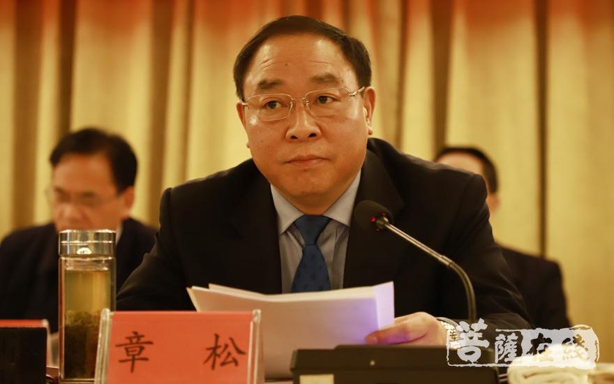 安庆市政协主席章松主持会议(图片来源:菩萨在线 摄影:妙澄)