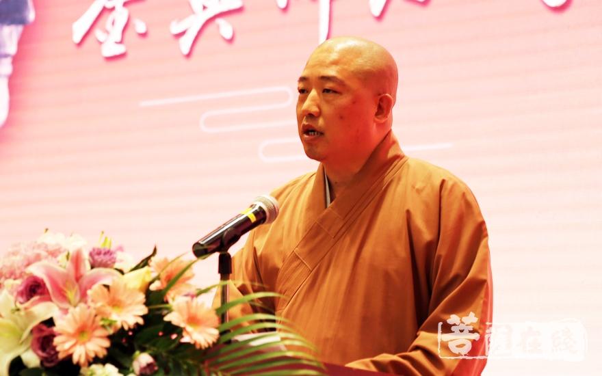 净心法师代表兄弟院校对鉴真佛教学院的发展成绩感到欢心与鼓舞(图片来源:菩萨在线 摄影:妙雨)