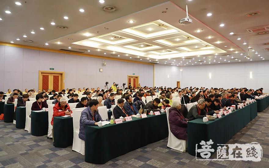 来自全国各地的200余位专家学者与会(图片来源:菩萨在线 摄影:妙澄)
