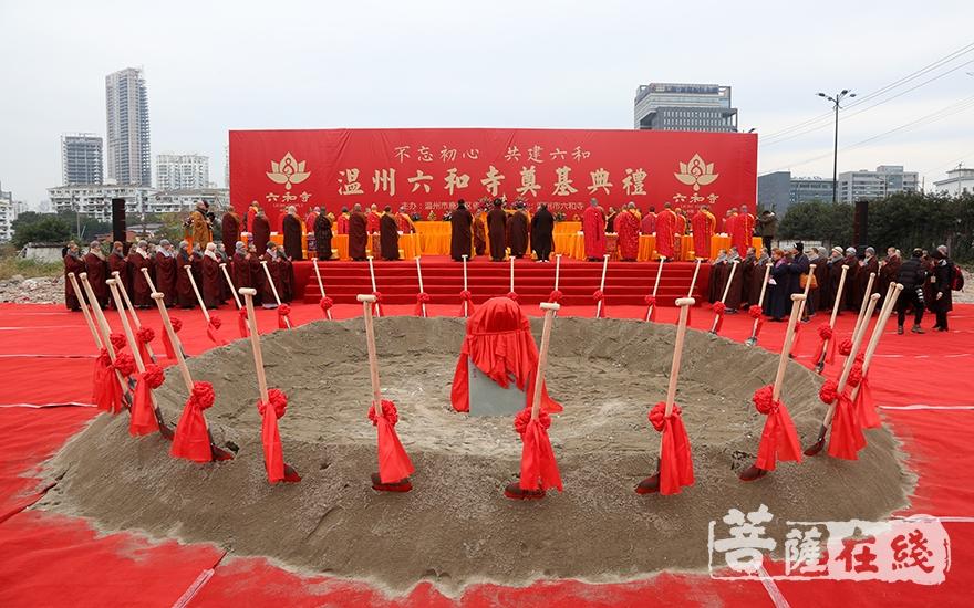 温州六和寺举行重建奠基法会(图片来源:菩萨在线 摄影:妙静)
