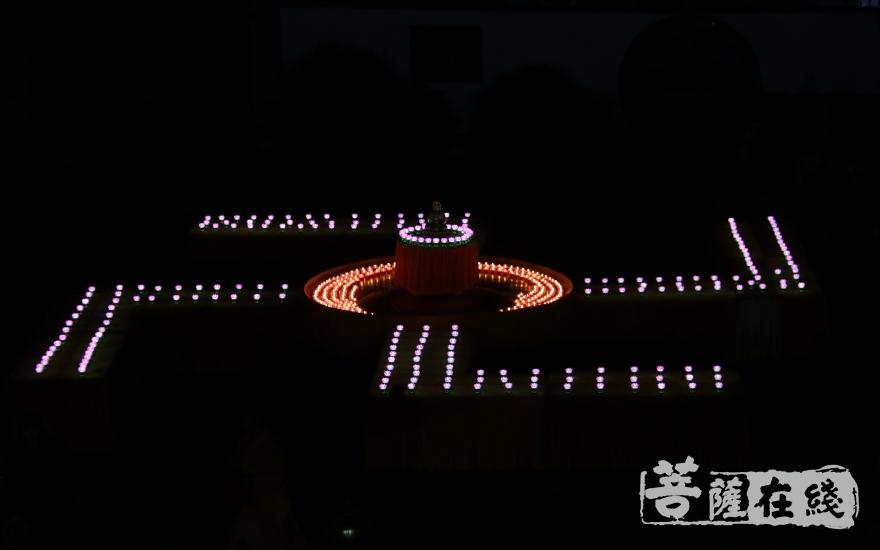 祈愿世界和平,国泰民安(图片来源:菩萨在线 摄影:妙月)