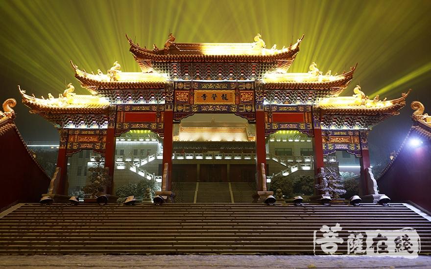 会稽山龙华寺举行2019年新年祈福供灯撞钟法会(图片来源:菩萨在线 摄影:妙言)