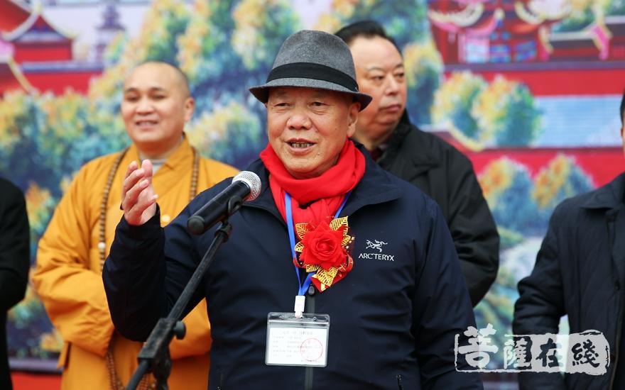 尼玛泽仁对改革开放以来峨眉山佛教文化事业的发展成就给予了高度评价(图片来源:菩萨在线 摄影:妙雨)