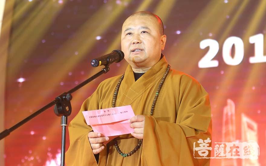 觉醒法师致新年贺词(图片来源:菩萨在线 摄影:妙清)