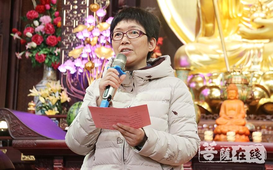 松江区人大副主任、区慈善基金分会副会长钱秋萍发表讲话(图片来源:菩萨在线 摄影:妙月)