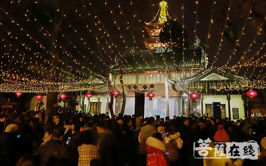 第四十届寒山寺新年听钟声活动如期举行(图片来源:菩萨在线 摄影:妙澄)