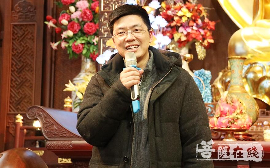 国旅集团松江区域总经理徐燕军代表护法居士致辞(图片来源:菩萨在线 摄影:妙月)