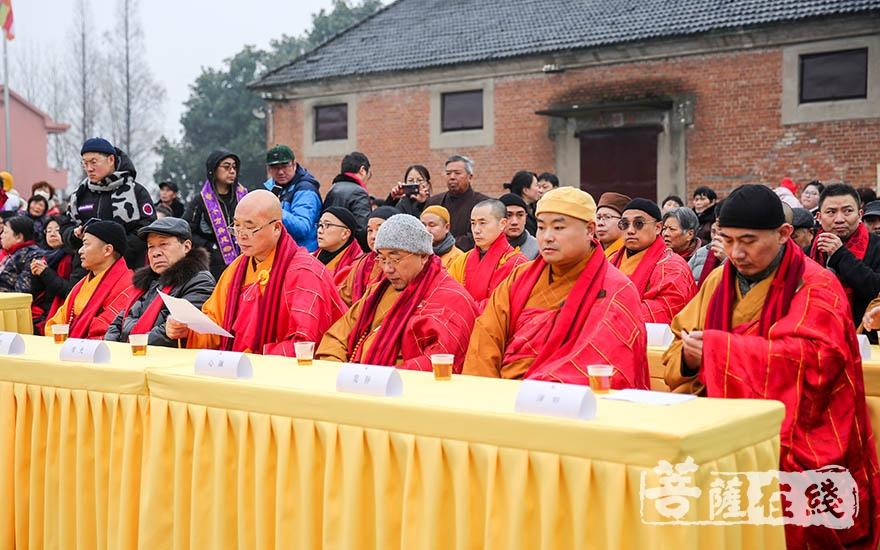 出席活动的法师(图片来源:菩萨在线 摄影:果仁)