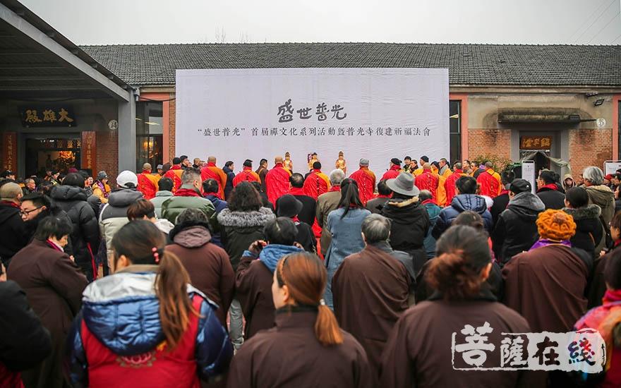 共赴盛会(图片来源:菩萨在线 摄影:果仁)
