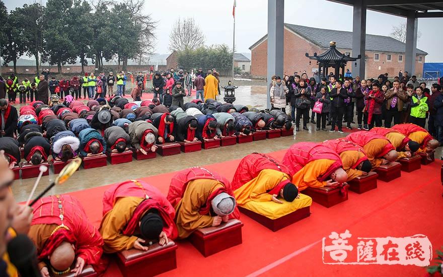 祈愿正法久住、国泰民安(图片来源:菩萨在线 摄影:果仁)