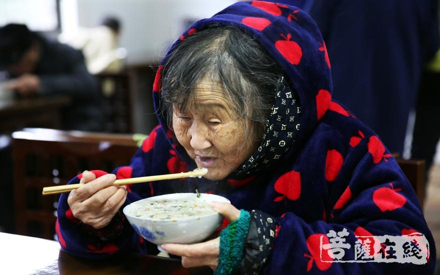 可口的腊八粥(图片来源:菩萨在线 摄影:妙雨)