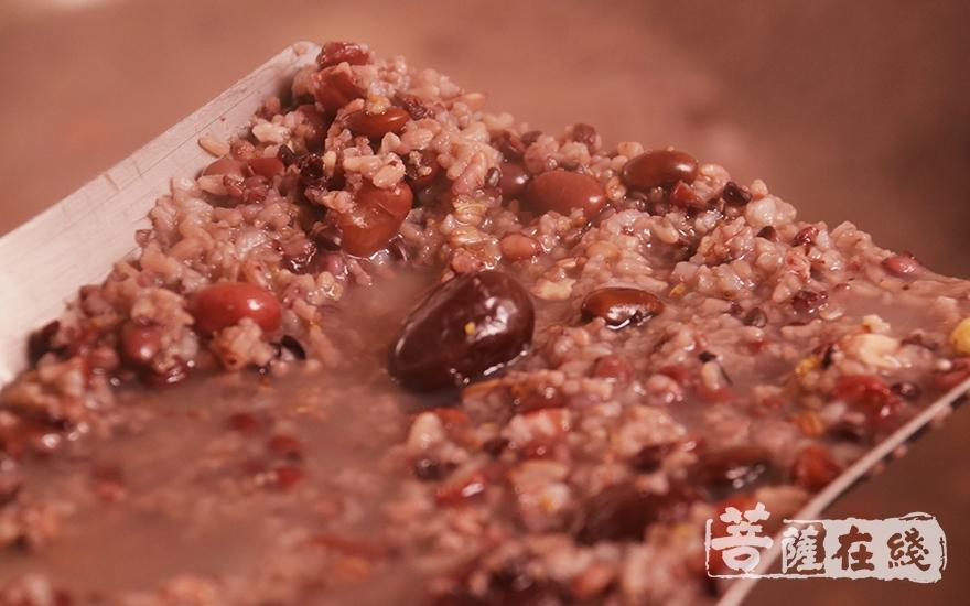 腊八粥(图片来源:菩萨在线 摄影:妙月)
