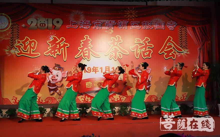群舞《俏夕阳》(图片来源:菩萨在线 摄影:妙言)