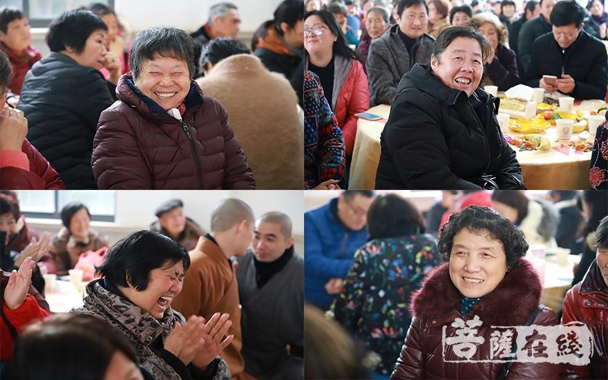 大众欢喜之情溢于言表(图片来源:菩萨在线 摄影:妙言)