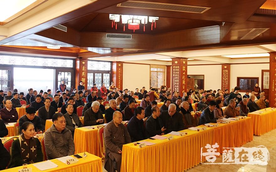 出席会议的领导嘉宾、大德法师(图片来源:菩萨在线 摄影:妙月)