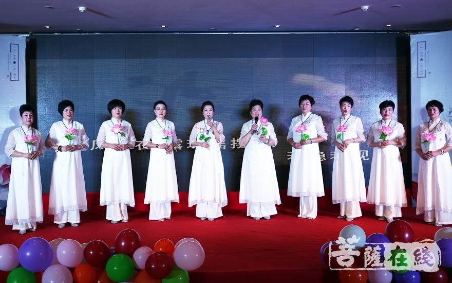 小组唱《莲花》(图片来源:菩萨在线 摄影:妙雨)