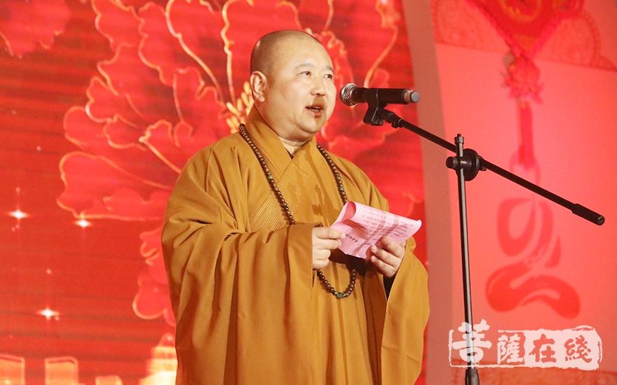 觉醒大和尚感谢社会各界对玉佛禅寺各项事业的关心和支持(图片来源:菩萨在线 摄影:妙月)