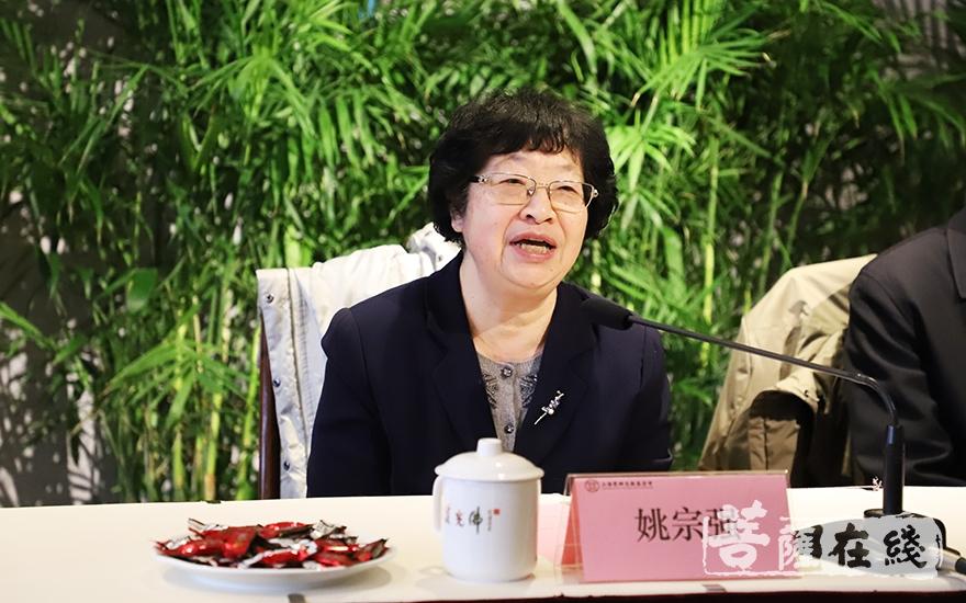 姚宗强副理事长勉励学子要努力克服各种困难,开创属于自己的美好未来(图片来源:菩萨在线 摄影:妙言)
