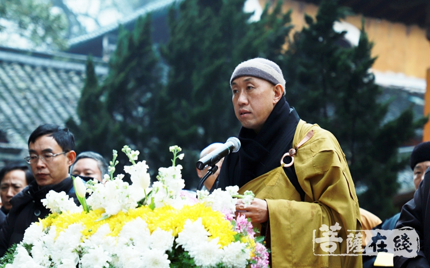 怡藏法师代表浙江省佛教协会致辞(图片来源:菩萨在线 摄影:妙雨)