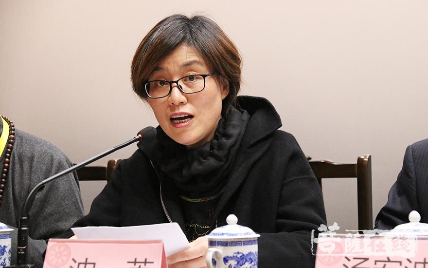 沈英副主任宣布青浦区第四届佛教协会会长、副会长、秘书长及监事长名单(图片来源:菩萨在线 摄影:妙月
