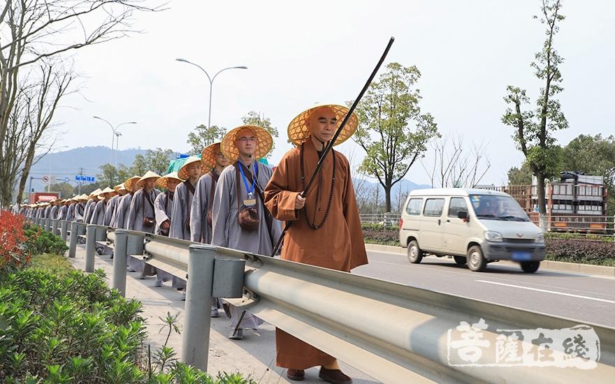 行脚参法(图片来源:菩萨在线 摄影:妙澄)
