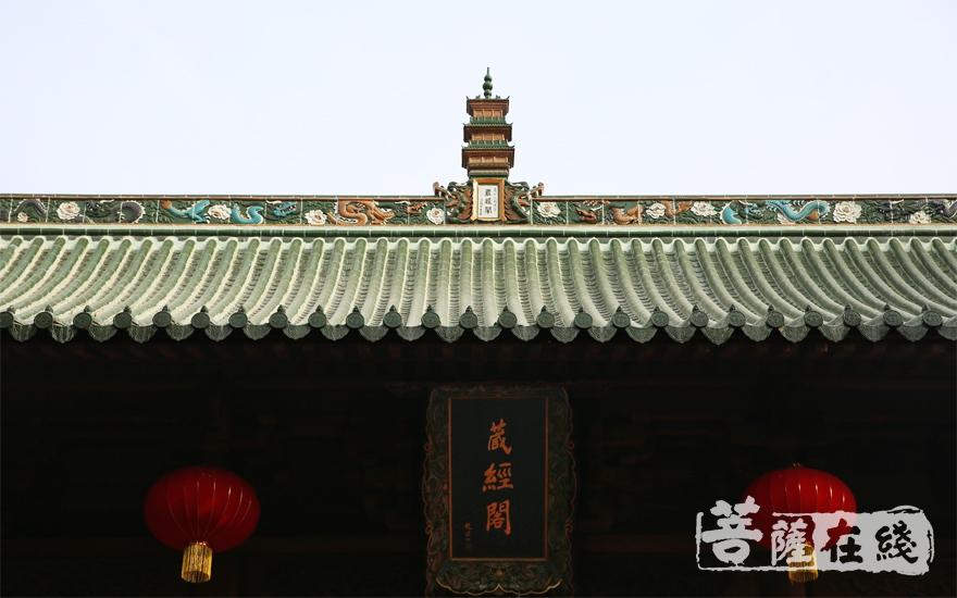 少林寺藏经阁现拥有古籍总计三万余册,善本一万二千余册(图片来源:菩萨在线 摄影:妙雨)