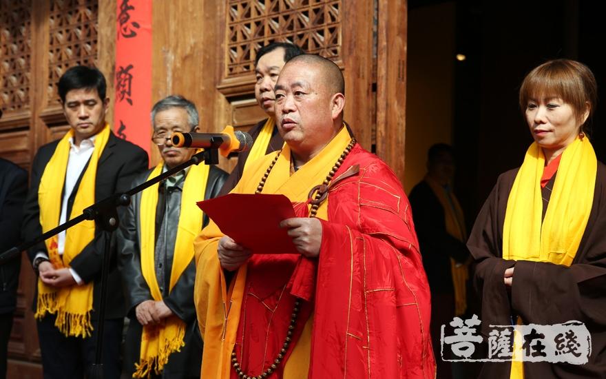 永信大和尚表示,少林寺藏经阁如同少林寺的历史,历经劫难,而始终屹立不倒(图片来源:菩萨在线 摄影:妙雨)