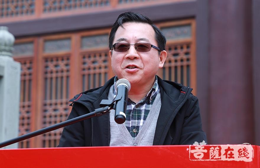 上海市金山区统战部副部长陆美观肯定了欢娱寺近年来的发展(图片来源:菩萨在线 摄影:妙澄)
