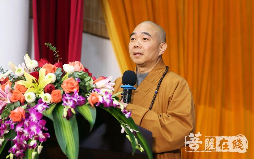 贤志法师表示,佛教在公益慈善事业上能扮演重要的角色,是与佛教(宗教)的特性分不开的(图片来源:菩萨在线 摄影:妙雨)