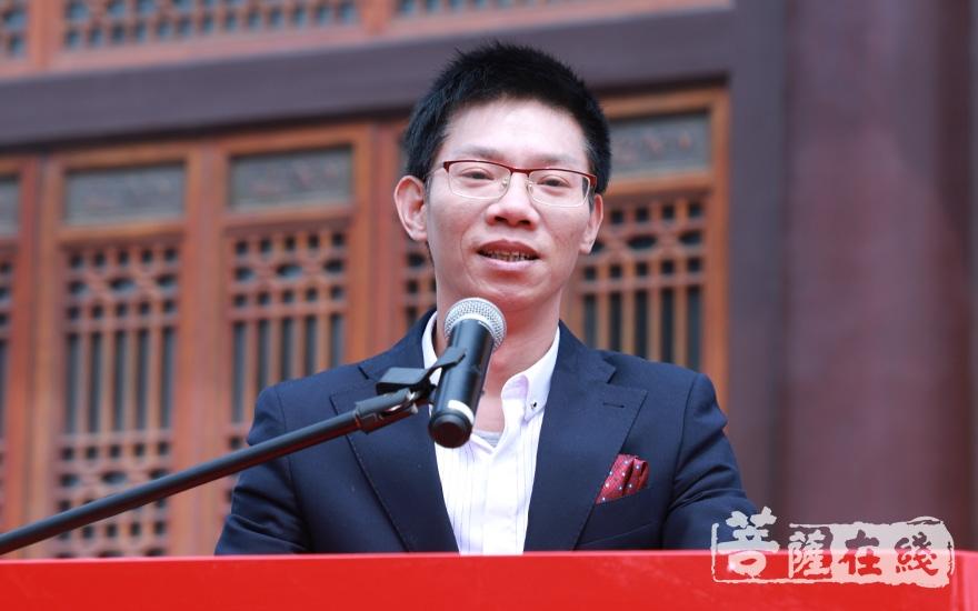 上海交通大学副教授高冰致贺词(图片来源:菩萨在线 摄影:妙澄)